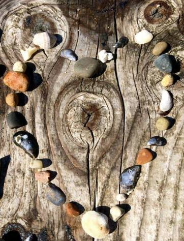 beach-rocks-heart