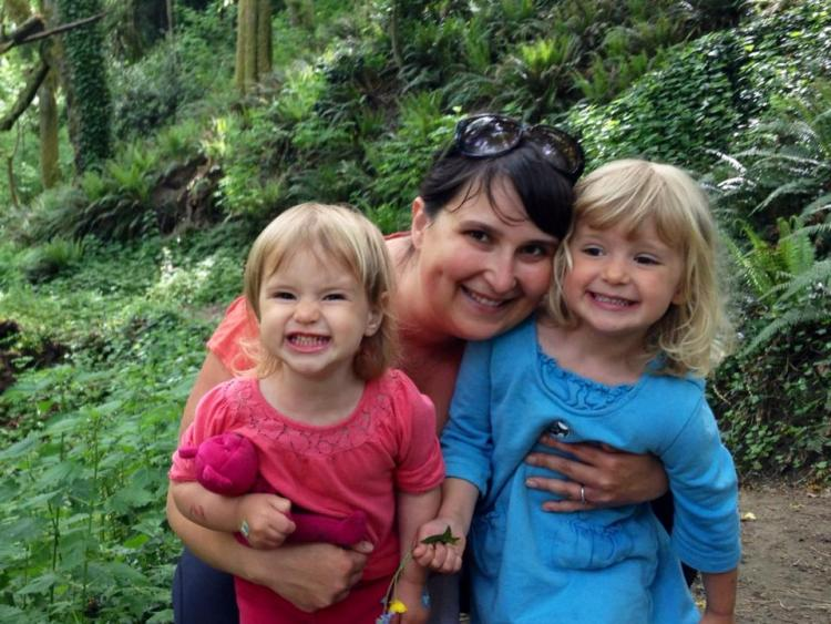 picture of Shawna and her two daughters